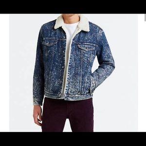 Levi's trucker jacket w/ Sherpa lining.